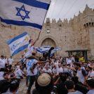 """""""מצעד הדגלים"""" עושה דרכו לשער שכם בירושלים, 13.5.2018 (צילום: נתי שוחט)"""
