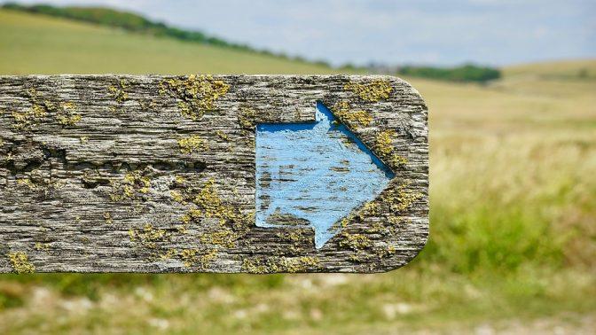 שלט דרכים (צילום: MikesPhotos, רישיון CC0 Creative Commons)