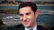 בנימין זומר, המנהל בישראל מטעם נובל-אנרג'י. ברקע: חוף דור (צילומים: פלאש 90)