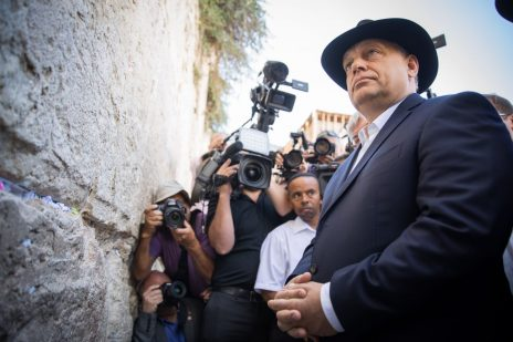 ראש ממשלת הונגריה, ויקטור אורבן, מבקר בכותל המערבי, היום (צילום: יונתן זינדל)