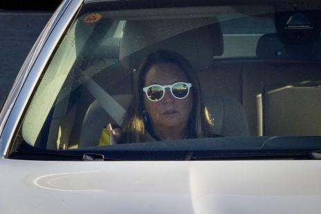 שרי אריסון בצאתה ממשרדי להב 433 בלוד, 12.8.2018 (צילום: פלאש 90)