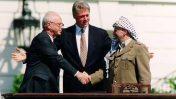 יאסר ערפאת, ביל קלינטון ויצחק רבין במעמד חתימת הסכמי אוסלו, 13.9.93 (צילום: וינס מוסי, הבית הלבן)
