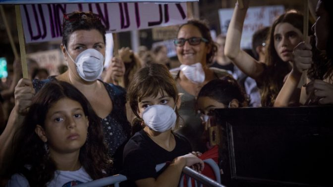 הפגנה נגד אסדת לוויתן של מונופול הגז, תל-אביב, 1.9.2018 (צילום: מרים אלסטר)
