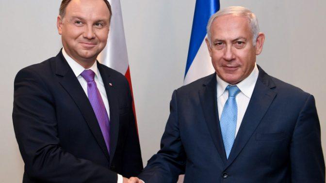 """ראש הממשלה בנימין נתניהו לוחץ את ידו של נשיא פולין אנדז'יי דודה, 26.9.2018 (צילום: אבי אוחיון, לע""""מ)"""
