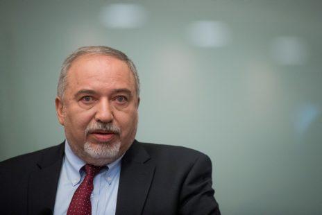 אביגדור ליברמן, במסיבת העיתונאים שבה הודיע על התפטרותו מתפקיד שר הביטחון, 14.11.2018 (צילום: יונתן זינדל)