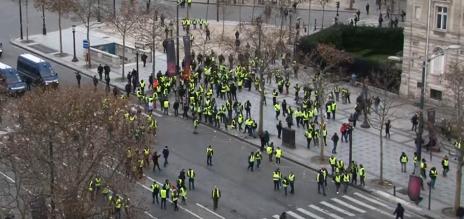 מחאת האפודים הצהובים, פריז, דצמבר 2018 (צילום מסך: RT)