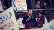 יוסי דגן נואם בהפגנה מול משרד ראש הממשלה בירושלים, 16.12.2018 (צילום: יונתן זינדל)