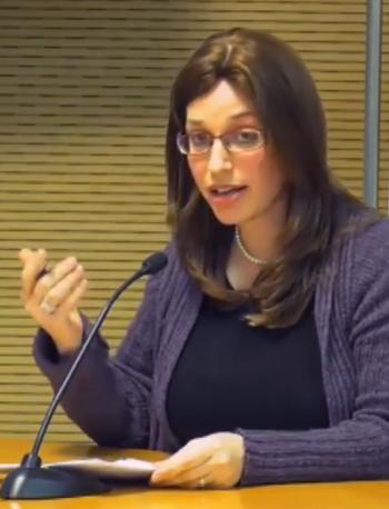 """רחל ליכטנשטיין, מנכ""""לית המרכז לנפגעי כתות (צילום מסך מתוך ערוץ היוטיוב של מכון ון-ליר)"""