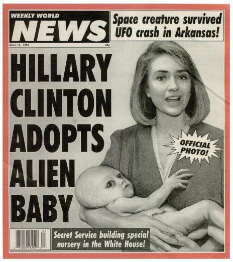 """הילרי קלינטון והחייזר המאומץ על שער """"Weekly World News"""", יוני 1993 (לחצו להגדלה)"""