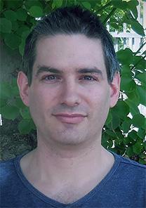 """ארז רביב, כתב """"דבר ראשון"""" (צילום באדיבות המצולם)"""