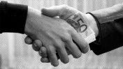 לחיצת יד, שחיתות עיתונאית (צילום מקור: CC0)