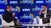 """חדשות 12 משדרים קטע משיחה של כתב חדשות 12 עופר חדד עם רוני אלשיך בכנס """"בשבע"""" (צילום מסך)"""
