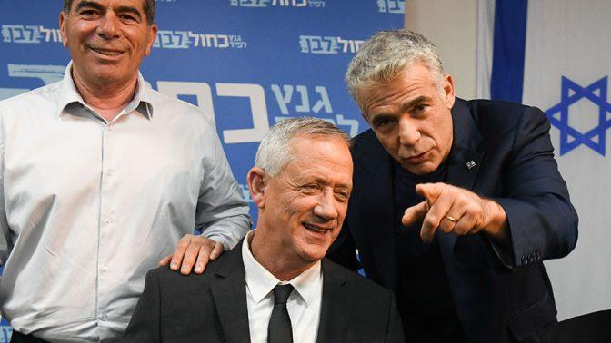 ראשי מפלגת כחול לבן (מימין) יאיר לפיד, בני גנץ וגבי אשכנזי (צילום: פלאש90)