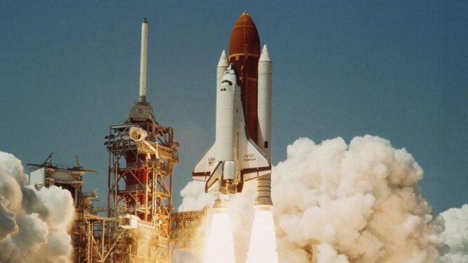 """מעבורת החלל צ'לנג'ר ממריאה למשימתה הראשונה, 1983 (צילום: ממשלת ארה""""ב)"""