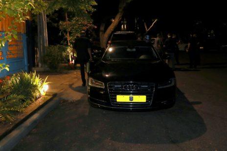 מכוניתו של ראש הממשלה מחוץ לביתו של רני רהב בסביון, אמש (הצילום באדיבות אילן אסייג)