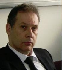 """עורך-דינו של וולטר סוריאנו, אילן בומבך. הגיש עבורו תביעה נגד עיתונאי, וכעת גם נגד העיתונאי שסיקר את התביעה (צילום: """"העין השביעית"""")"""