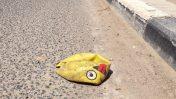 כדור מפונצ'ר עם אמוג'י הוצאת לשון וקריצה (צילום: עידו קינן, cc-by-sa)
