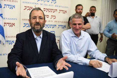 אהוד ברק ויאיר גולן במסיבת העיתונאים שבה הכריזו על ריצה בבחירות. בית סוקולוב, תל-אביב, 26.6.2019 (צילום: פלאש 90)