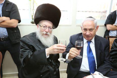 ראש הממשלה, בנימין נתניהו, עם שר הבריאות יעקב ליצמן (צילום: שלומי כהן)