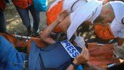 """חובש מטפל בעיתונאי הפלסטיני סמי מסראן, שנפצע מירי כוחות צה""""ל. 19.7.2019 (צילום: חסן ג'די)"""