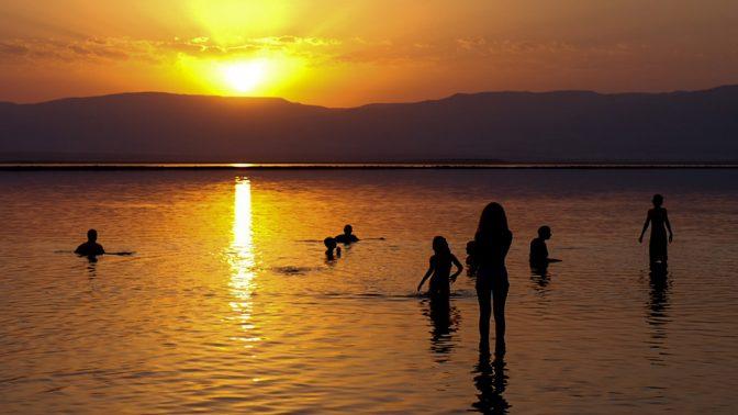 זריחה בים המלח (צילום: גרשון אלינסון)
