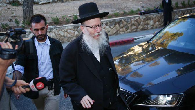 סגן השר יעקב ליצמן מחוץ לביתו בירושלים, 6.8.2019 (צילום: יונתן זינדל)