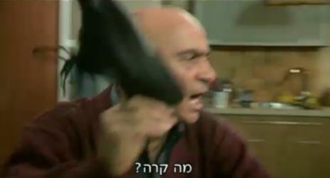 """אבו אמג'ד (סלים דאו) בסצינה אופיינית של """"עבודה ערבית"""" (צילום מסך: קשת)"""
