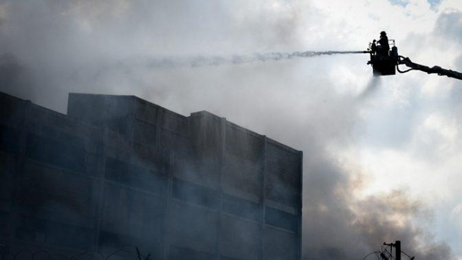 שריפה במפעל חיפאי, 5.9.2019 (צילום: מאיר ועקנין)