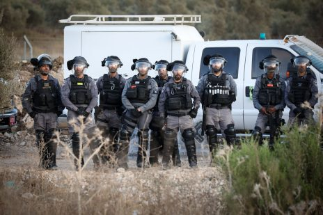 כוח משטרה בשולי ההפגנה במג'ד אל-כרום, 3.10.2019 (צילום: דוד כהן)