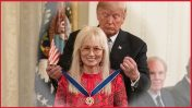 Donald Trump awards Miriam Adelson the presidential Medal of Freedom. The White House, 16.11.2018. Original photo by Amy Rossetti, The White House
