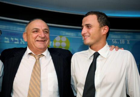 יצחק תשובה עם בנו, אלעד תשובה, בשנת 2007 (צילום: משה שי)
