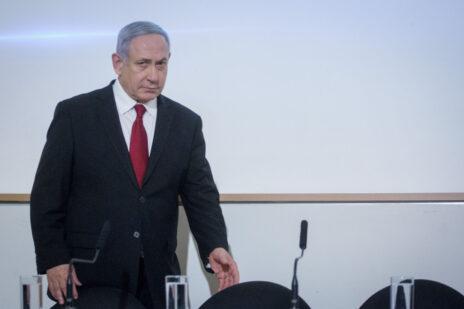 ראש הממשלה, בנימין נתניהו, בהגיעו למסיבת עיתונאים בקריה. 12.11.2019 (צילום: מרים אלסטר)