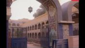 בניין הטלוויזיה הממשלתית העיראקית בבגדד עולה באש (צילום מסך)