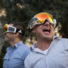 אנשים מתבוננים מבעד למשקפי מציאות רבודה, 2017 (צילום: הדס פרוש)
