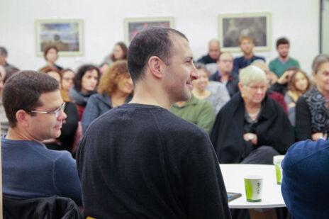 """תומר אביטל (מימין) וד""""ר דורון נבות בכנס העיתונות העצמאית (צילום: ולריה קיריק)"""