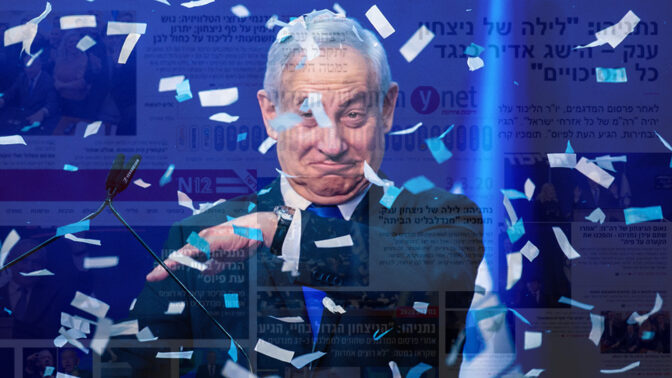 בנימין נתניהו אחרי יום הבחירות ב-2 במרץ (צילום: אוליביה פיטוסי). ברקע: כותרות אתרי החדשות
