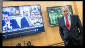 """ראש ממשלת ישראל, בנימין נתניהו, במהלך שיחת ועידה עם מנהיגים אירופים בעניין משבר הקורונה. 9.3.2020 (צילום מקורי: יונתן זינדל; עיבוד: """"העין השביעית"""")"""