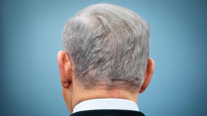 ראש ממשלת ישראל, בנימין נתניהו, במבט מאחור. משרד ראש הממשלה, 12.3.2020 (צילום: אוליבייה פיטוסי)
