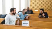 עיתונאים בבית המשפט העליון, מסקרים את הדיון בתקנות המעקב לשעת חירום בעקבות משבר הקורונה, 19.3.2020 (צילום: אוליביה פיטוסי)