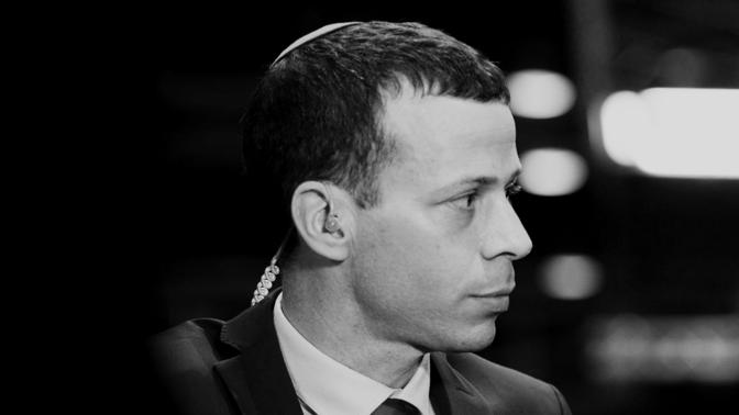 עיתונאי חדשות 12 עמית סגל (צילום: תומר נויברג)