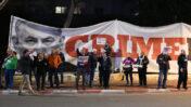 """השלט """"Crime Minister"""" בהפגנת מחאה נגד שחיתות ציבורית, מחוץ לוועידת הליכוד ברמת-גן, 4.3.19 (צילום: גיל יערי)"""