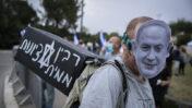 הפגנה נגד בנימין נתניהו מחוץ לכנסת, 14.5.2020 (צילום: אוליבייה פיטוסי)