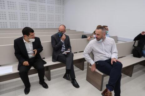"""מימין: יו""""ר ארגון העיתונאים יאיר טרצ'יצקי, פרופ' ירון זליכה ומתן חודורוב, 3.5.2020 (צילום: אורן פרסיקו)"""