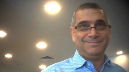 היועץ האסטרטגי אלי קמיר (צילום מסך מתוך שידורי תאגיד השידור הציבורי)
