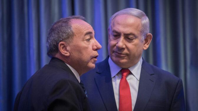 """ראש הממשלה בנימין נתניהו ומנכ""""ל משרד החוץ יובל רותם (צילום: הדס פרוש)"""