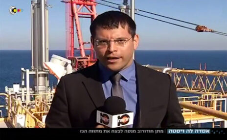 מתן חודורוב באחת הכתבות על מתווה הגז בחדשות 10, נובמבר 2015 (צילום מסך)