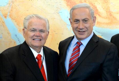 """ראש ממשלת ישראל, בנימין נתניהו, עם הכומר האוונגליסטי ג'ון הייגי. משרד ראש הממשלה, ספטמבר 2014 (צילום: קובי גדעון, לע""""מ)"""