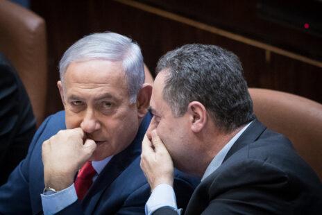ישראל כץ עם בנימין נתניהו (צילום: יונתן זינדל)