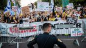 הפגנת מחאה נגד ראש הממשלה, בנימין נתניהו, מחוץ למעון הרשמי בירושלים. 27.6.2020 (צילום: יונתן זינדל)