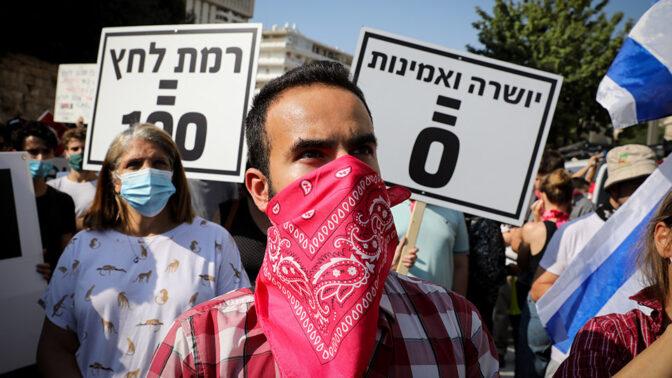 מפגינים נגד ראש הממשלה מול מעון ראש הממשלה בירושלים, 7.10.2020 (צילום: אוליבייה פיטוסי)
